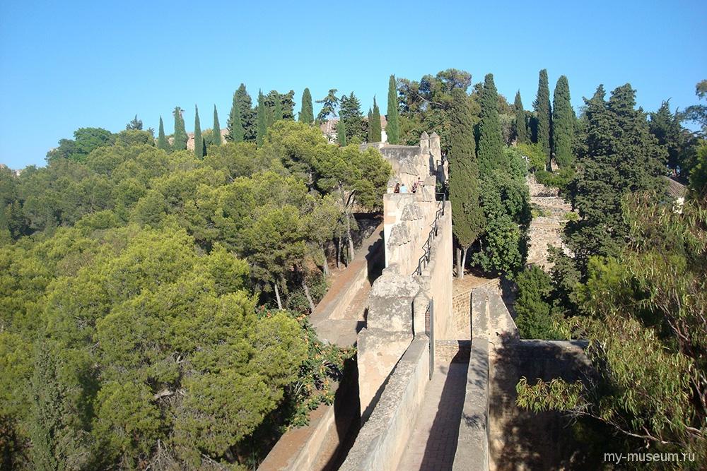 Замок Хибральфаро (Castillo de Gibralfaro) в Малаге